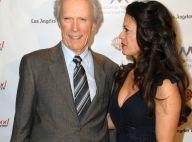 Clint Eastwood honoré devant les belles Tia Carrere et Olivia Williams !