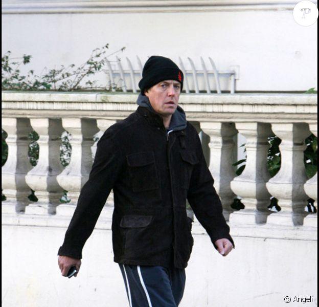 Hugh Grant rapporte sa Ferrari chez le concessionnaire, s'agace et repart à pieds ! Le 16/11/2010