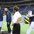 Les joueurs de l'équipe de France de Coupe Davis, Monfils, Simon, Llodra, Gasquet et Clément ont découvert le dur serbe en vue de la finale, qu'ils disputent à Belgrade le premier week-end de décembre 2010.