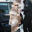 Kylie Minogue en léopard et cuissardes pour un look sexy, même en hiver