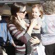 La famille Affleck-Garner enfin réunie - ici Jennifer Garner et Seraphina (12 décembre 2010 à Pacific Palisades)