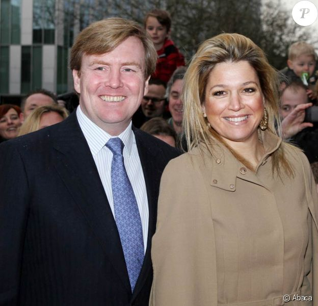 Maxima et Willem-Alexander des Pays-Bas se rendent à une représentation théâtrale de la troupe de l'école d'art dramatique Holfplein.