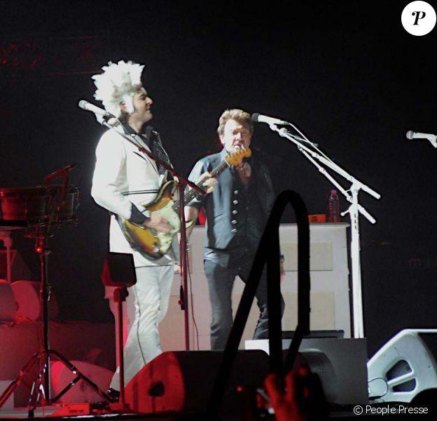 Johnny Hallyday rejoint Matthieu Chedid sur scène à Montpellier, le 3 décembre 2010