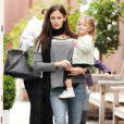 Jennifer Garner et Seraphina en promenade avec ses deux filles à Los Angeles (22 décembre 2010)