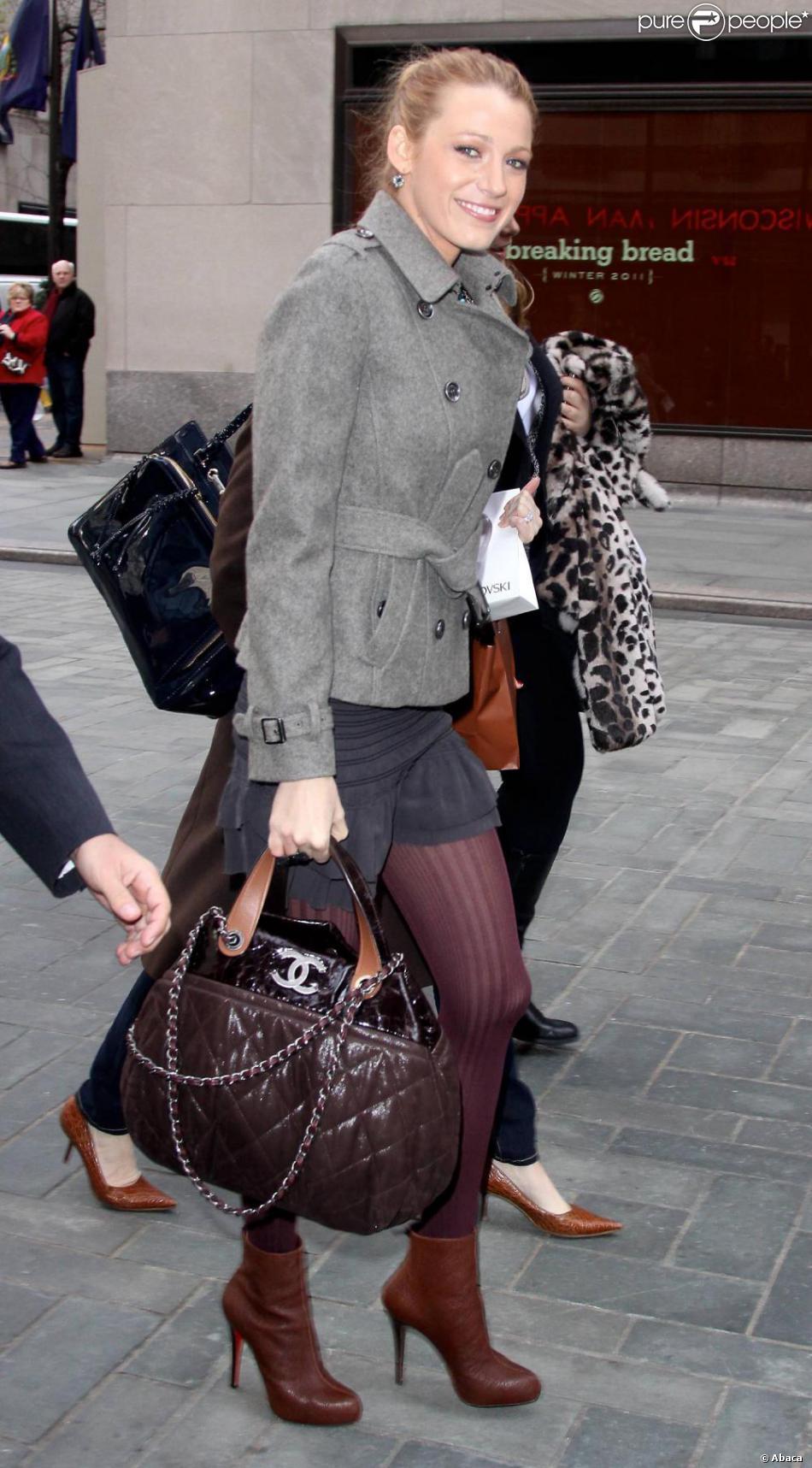 996f2f501c89 Blake Lively en novembre 2010 inséparable de son sac Chanel - Purepeople