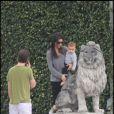 Kourtney Kardashian et son petit ami Scott Disick sont en vacances à Miami avec leur fils de 13 mois, Mason, le jeudi 30 décembre.