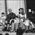 Farah Diba, son époux le shah d'Iran et leurs enfants Reza, Ali, Leila et Farahnaz. 1973