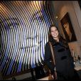 """Anouchka Delon lors du vernissage de l'exposition de Marcos Marin sur les """"Icônes du XXe siècle"""" à la galerie Caplain-Matignon à Paris le 24 janvier 2011"""