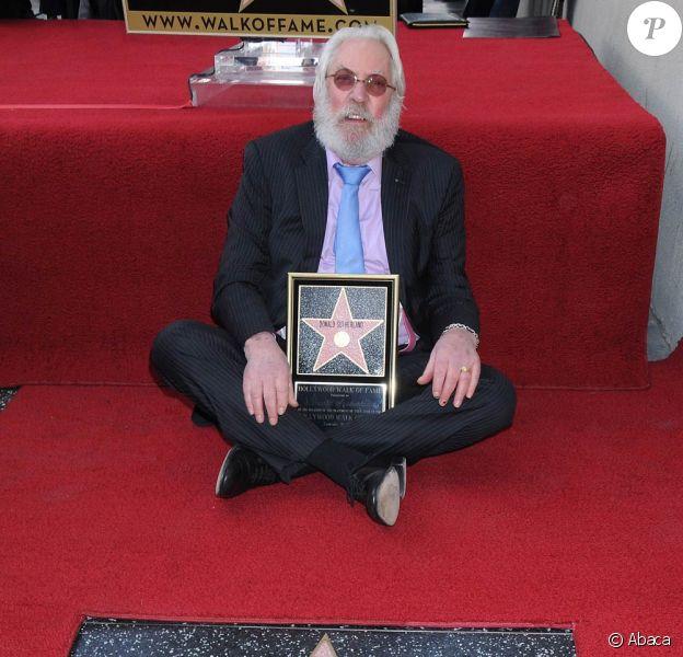 Le grand Donald Sutherland honoré par son étoile sur le Walk of Fame de Hollywood Boulevard, à Los Angeles, le 26 janvier 2011.
