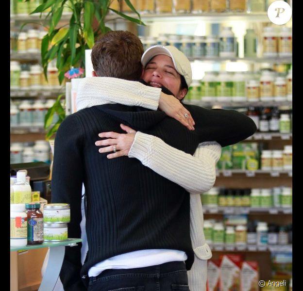 Selma Blair et Ryan Phillippe font des emplettes à Los Angeles, le 2 février 2011.