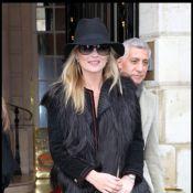 Kate Moss : A Paris, elle rayonne de bonheur avec sa bague au doigt !