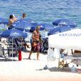 Christian Audigier sur la plage à Rio, au Brésil, tantôt joue au beach soccer, tantôt se fait masser, début février 2011