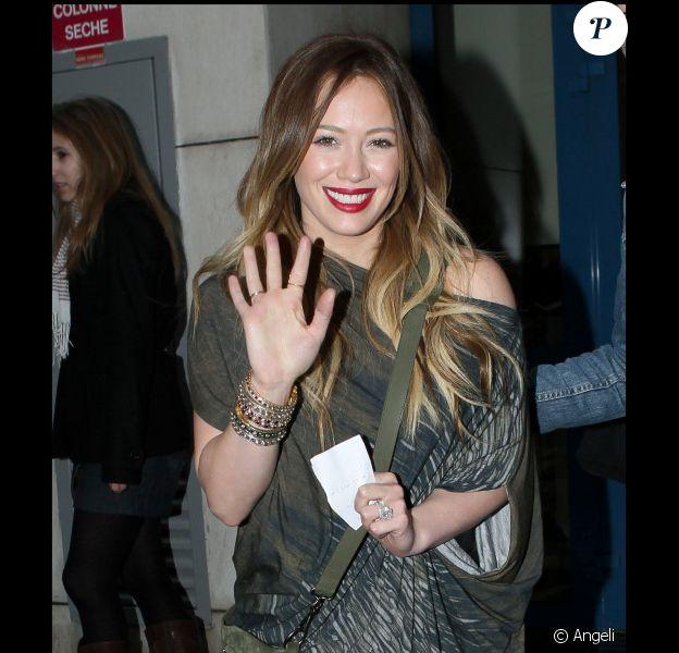 Hilary Duff quitte son hôtel parisien pour se rendre dans les studios de NRJ 12, vendredi 4 février.