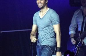 Enrique Iglesias : En plein concert, il se lâche complétement pour son public !