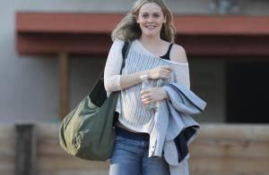 Alicia Silverstone dévoile ses rondeurs de future maman épanouie !