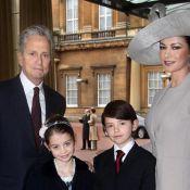 Catherine Zeta-Jones honorée et radieuse avec Michael Douglas et ses enfants !