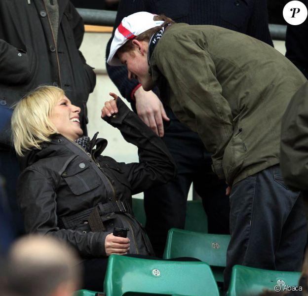 Zara Phillips était présente à Twickenham le 26 février 2011 pour regarder son futur époux Mike Tindall dans le crunch du Tournoi des VI Nations. Son cousin le prince Harry partageait la chaude ambiance du match avec elle !