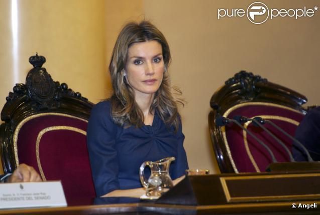 Letizia d'Espagne au sénat pour la journée mondiale des maladie rares à Madrid, le 3 mars 2011.