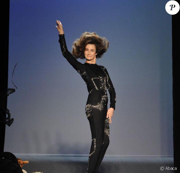 Valérie Lemercier a fait son show au défilé Jean-Paul Gaultier à Paris le 5 mars 2011