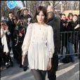 Alexa Chung dans un look rétro de petite fille a fait sensation pendant la Fashion Week parisienne