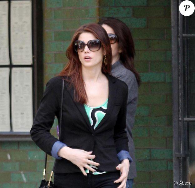 Ashley Greene s'offre un après-midi shopping à New York, avec ses parents Joe et Michelle, samedi 19 mars.