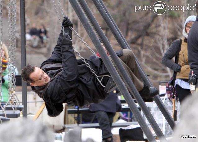 Tom Hanks sur le tournage de  Extremely Loud And Incredibly Close , de Stephen Daldry, à Central Park, New York, le 22 mars 2011.