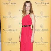 Natalia Vodianova radieuse en rouge, met son coeur à nu...