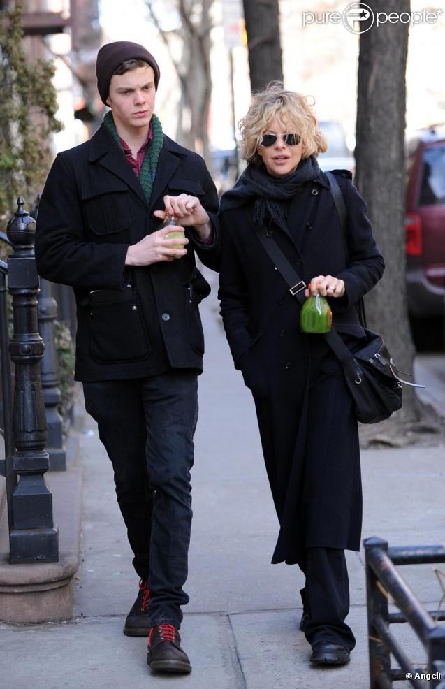 Meg Ryan et son fils Jack Henry, le 28 mars 2011, à New York.