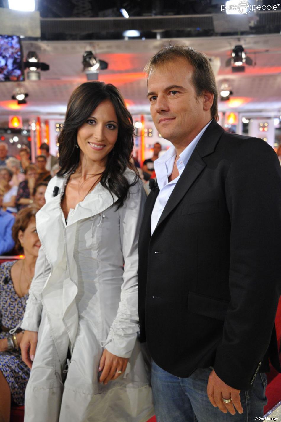 Stéphane Hénon et Fabienne Carat sur le plateau de Vivement Dimanche le 18 septembre 2011.