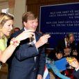 En visite au Vietnam avec son mari le prince héritier Willem-Alexander (28 au 31 mars 2011), la princesse Maxima des Pays-Bas a osé tous les looks... La robe citron & co. qui fait tache, le 30, lors d'une réception à Ho Chi Minh Ville.