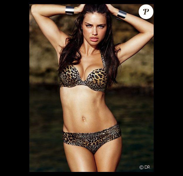 Adriana Lima féline en bikini léopard pour la collection 2011 Victoria's Secret
