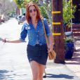 Kate Walsh affiche son look sexy et mini dans les rues de Los Angeles. Los Angeles, 15 avril 2011