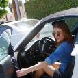 Veste en jean et jupe courte... Kate Walsh affiche son corps de rêve ! Los Angeles, 15 avril 2011
