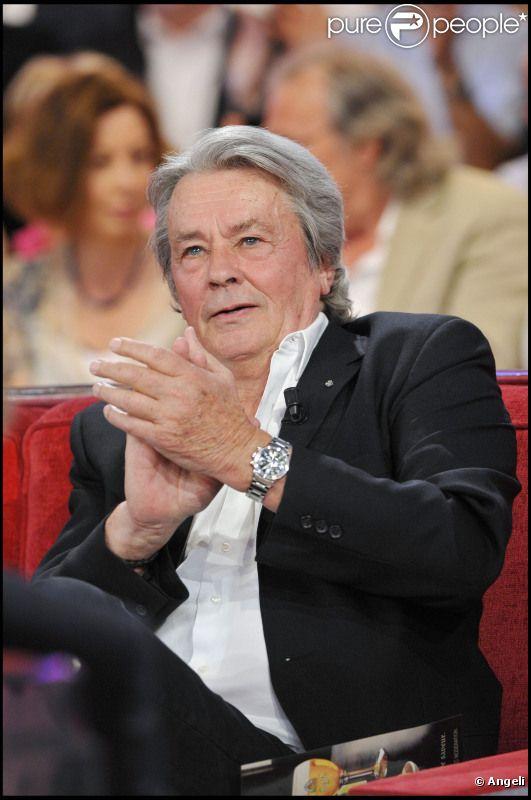 Alain Delon lors de l'enregistrement de Vivement Dimanche (diffusion le 24 avril 2011 sur France 2)