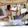 L'ex-star de The Hills Jason Wahler s'offre une pause câlin à la plage avec sa girlfriend à Miami le 2 avril 2011