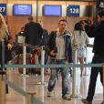 Loana arrive à l'aéroport d'Orly avec Stéphane Joffre avant de s'envoler vers Miami pour le tournage des Anges de la télé-réalité le vendredi 15 avril 2011
