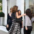 Jessica Alba a fait sensation lors d'une séance shopping à Los Angeles le 22 avril 2011 avec ses amies