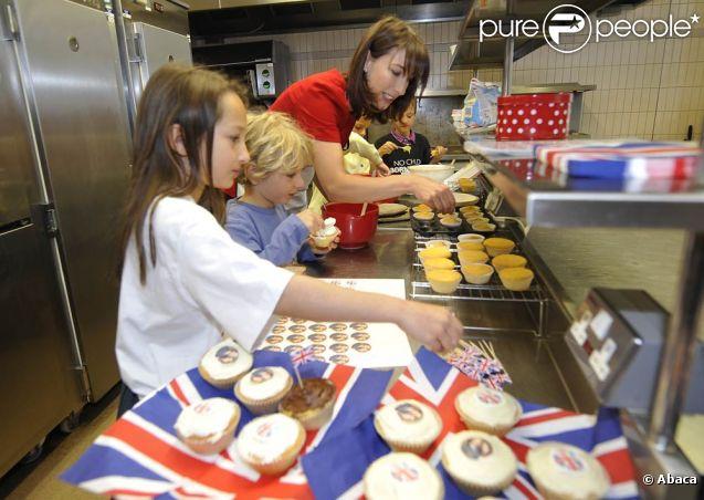 Samantha Cameron, épouse du premier ministre britannique David Cameron, s'est démenée dans les cuisines du 10 Downing Street, le 26 avril 2011, pour préparer sa street partie pour le mariage royal le 29 avril !