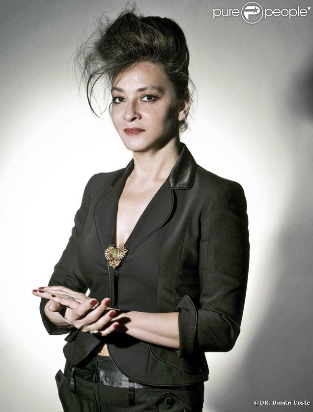 Catherine Ringer sort lundi 2 mai son album solo Ring n'Roll, trois ans et demi après le décès de Fred Chichin.