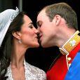La vidéo du premier baiser royal !