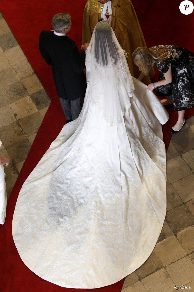 La robe de kate middleton dessin e par sarah burton pour for Alexander mcqueen robe de mariage