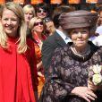 La princesse Mabel et la reine Beatrix lors du Koninginnedag, le 30 avril 2011, aux Pays-Bas.