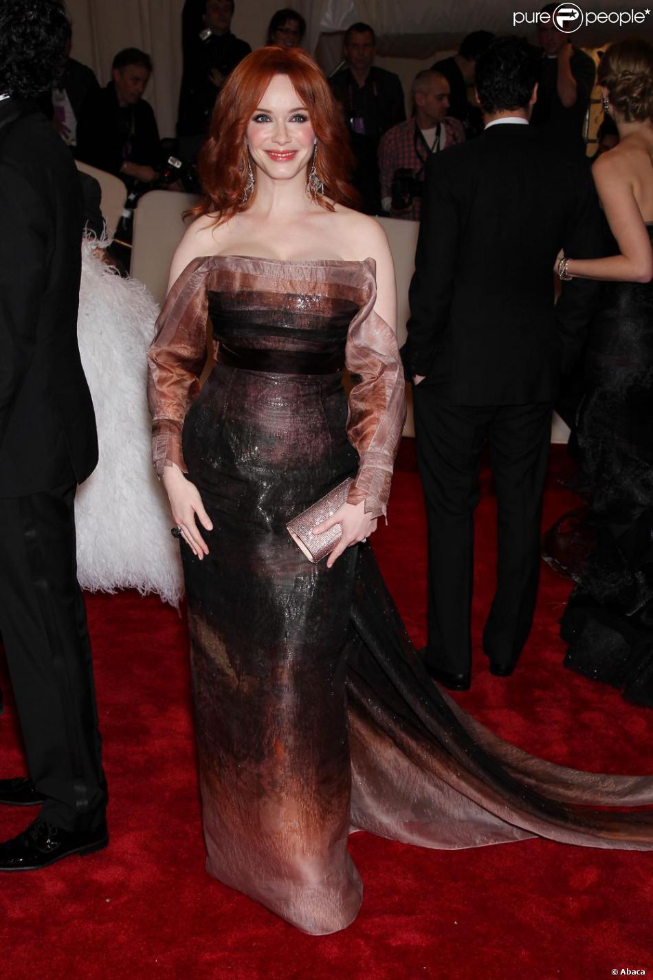 Vite appelez la fashion police christina hendricks for Hors des robes de mariage rack new york