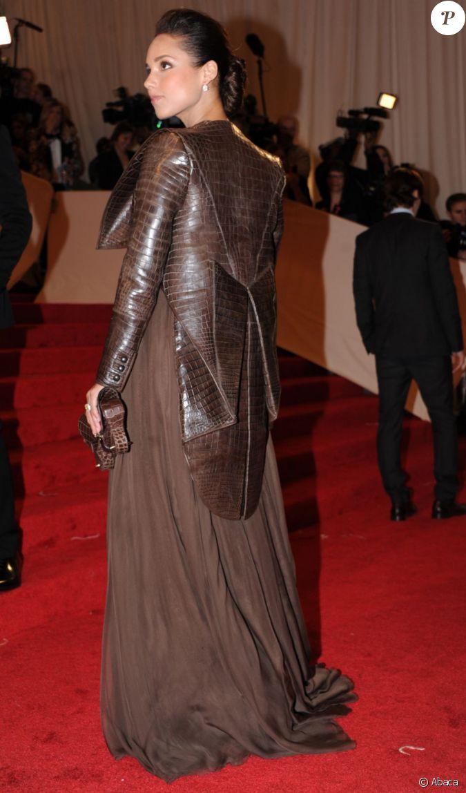 La robe d 39 alicia keys est juste affreuse new york 2 mai for Hors des robes de mariage rack new york