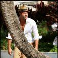 Appuyé un arbre, Sofiane profite du soleil qui rayonne sur Miami, lundi 2 mai.