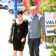 Selma Blair, enceinte et son compagnon Jason Bleick dans les rues de Los Angeles le 10 mai 2011. L'actrice accompagnée de son ami se rendait à son rendez-vous hebdomadaire chez le médecin.