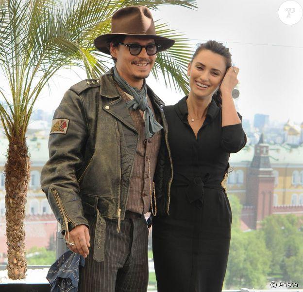 Johnny Depp et Penélope Cruz à Moscou, à l'occasion de l'avant-première mondiale de Pirates des Caraïbes 4 qui se tiendra ce soir, mercredi 11 mai 2011.