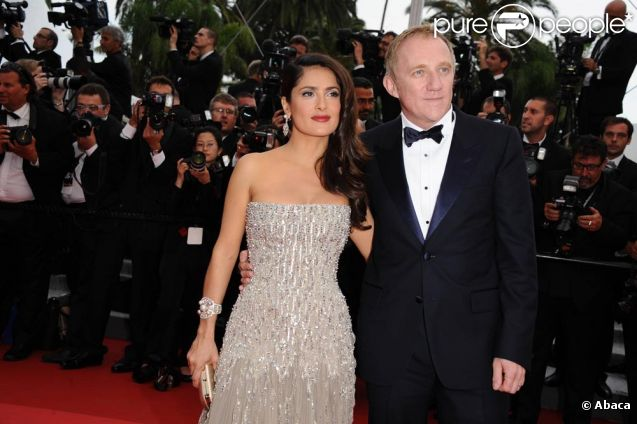 Une Salma Hayek magnifique accompagnée de son mari François Pinault à l'ouverture du Festival de Cannes 2011