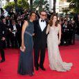 Karine Silla, Vincent Perez et Elsa Zyberstein lors de la montée des marches de  The Tree of Life , dans le cadre du 64e Festival de Cannes, le 16 mai 2011.