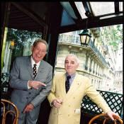 Charles Aznavour se voit remettre l'un des trésors cachés de Charles Trenet !